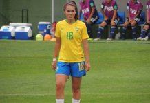 Julia Lordes em ação com a camisa 18 da Seleção Brasileira